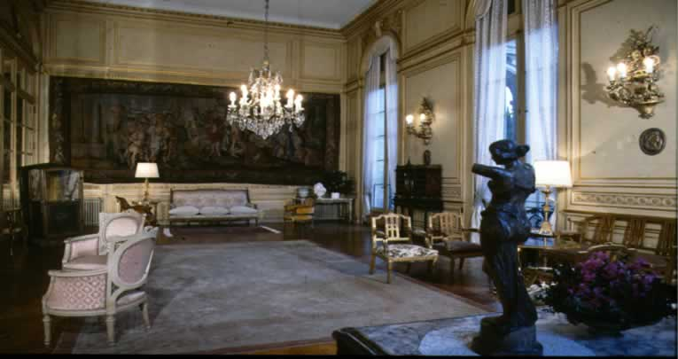 Palacio sans souci for Puertas de aluminio buenos aires